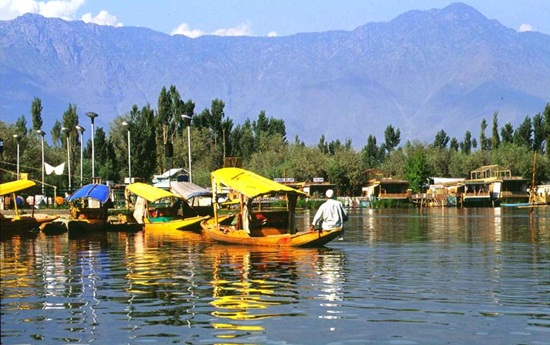 best summer destinations in India, where to spend summers in India, summer capitals of british raj, tourist destinations in Kashmir