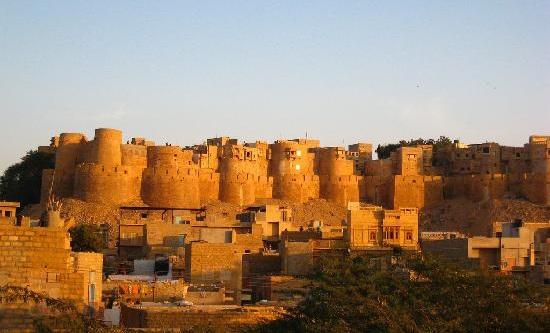 Jhansi fort, history of Jhansi, best tourist spots in Bundelkhand, Uttar Pradesh tourism, Gulabi Gang