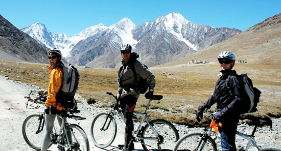 mountain biking in himalayas, kashmir adventure tourism