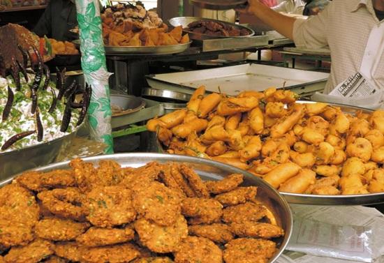 food stalls in Ramzan bazaar near Charminar, stories of Old City Hyderabad