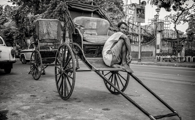 stories of hand pulled rickshaws in Kolkata, IndianEagle travel