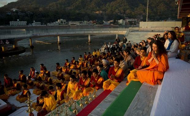 Yoga retreats in Rishikesh, Ashrams in Rishikesh, International Yoga Week dates, IndianEagle travel tips