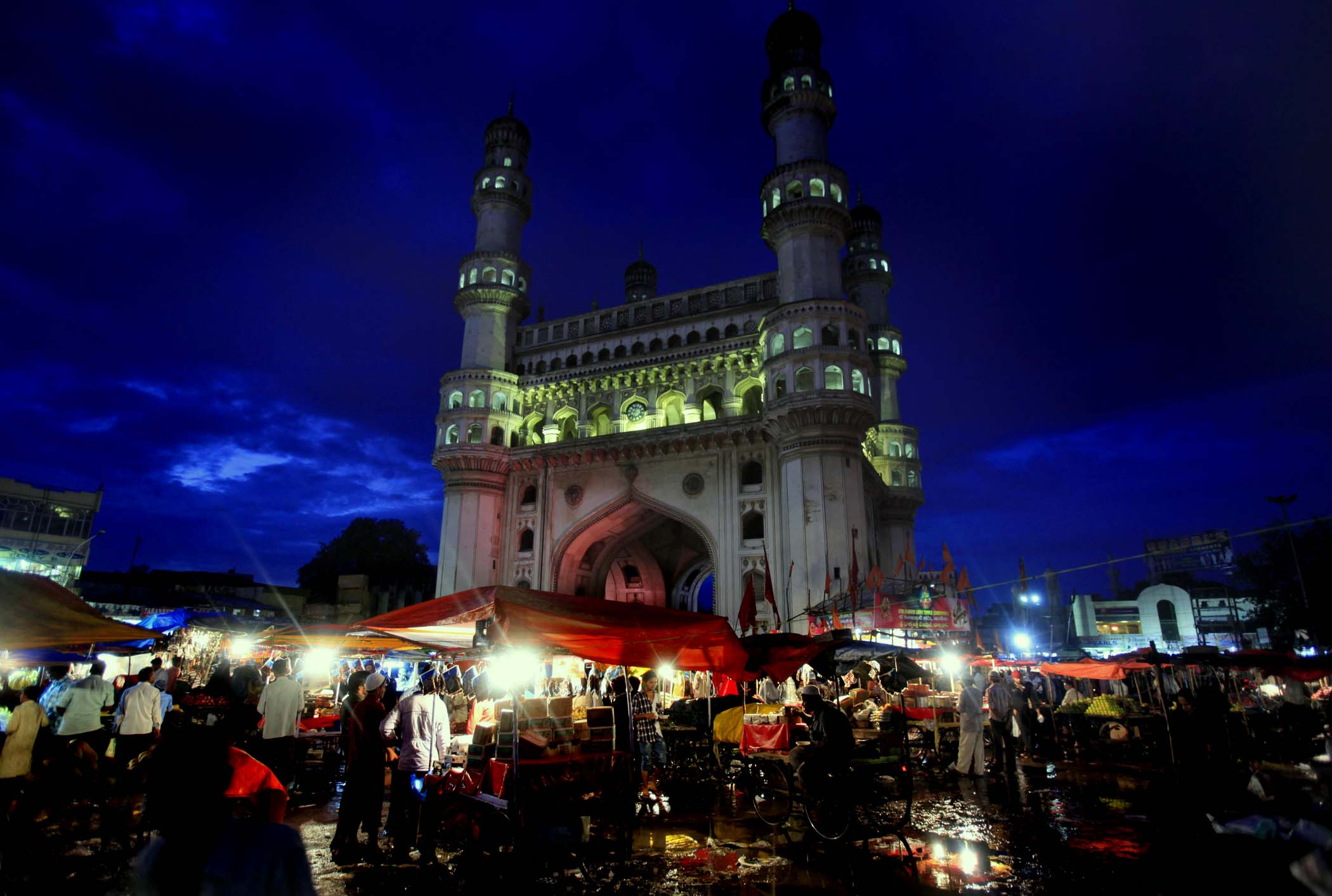 life around charminar in hyderabad, ramzan night bazaar near charminar