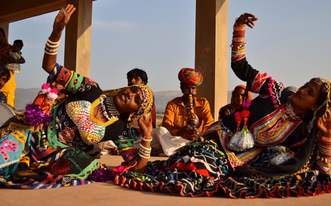 gypsy in pushkar camel fair, fairs & festivals of Rajasthan, fashion of kalbeliya women