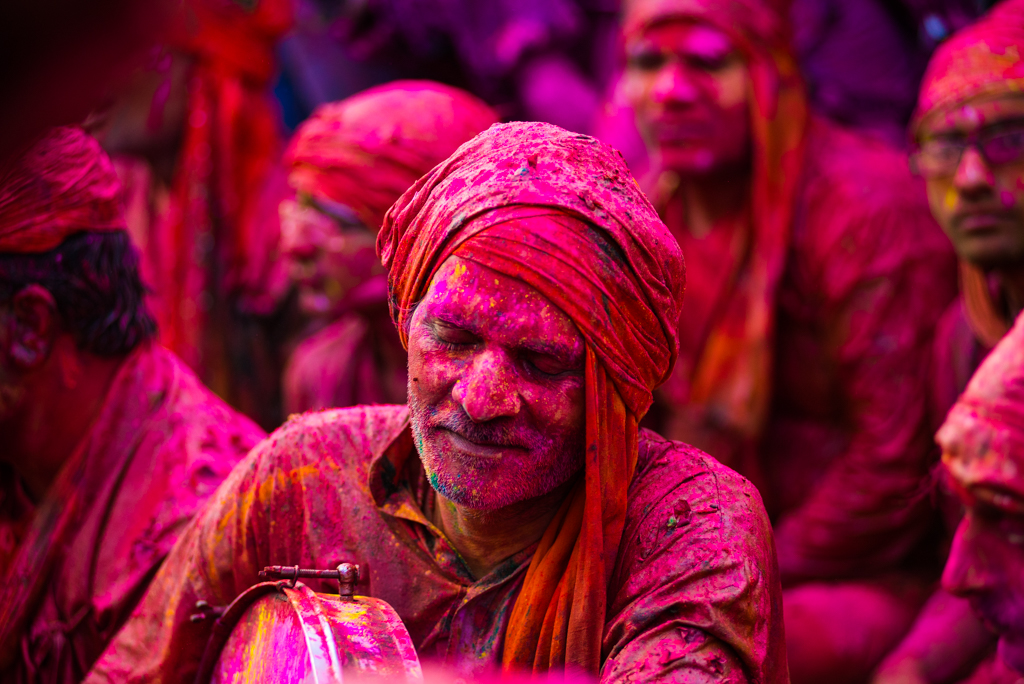 Folk songs of holi festival, holi celebration in North India, pictures of Indian festivals, IndianEagle flights