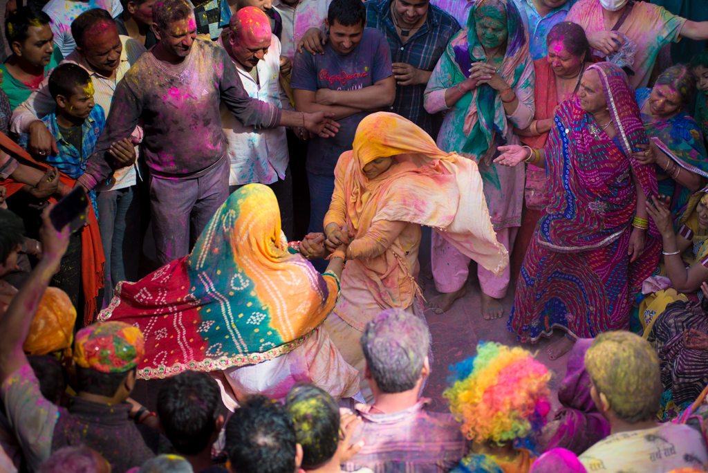 Indian ethnic fashion, Indian holi celebration, pictures of holi festival, IndianEagle travelbeats