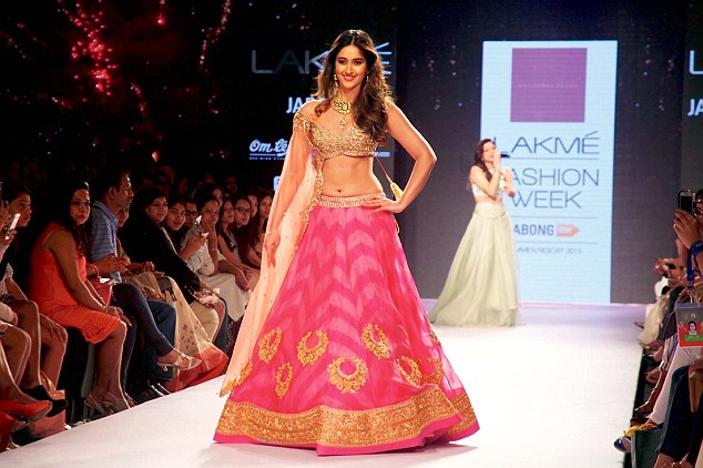 Ileana Dsouza at Lakme India fashion week 2015, Anushree Reddy and Arpita Mehta shows, Indian ethnic fashion, IndianEagle travel