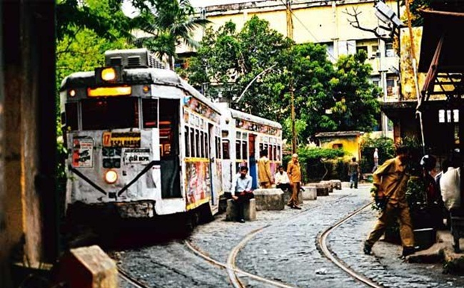 tram in Kolkata, Kolata stories, IndianEagle travel, cheap flights to Kolkata