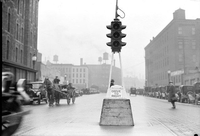 Cleveland's first traffic signal, all about first traffic signal in world, history of traffic signals, Indian Eagle