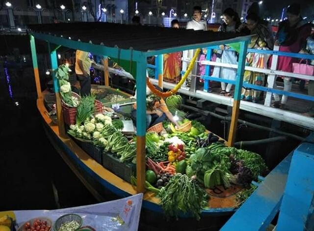 kolkata floating market, kolkata tourist places, cheap flights to kolkata from USA